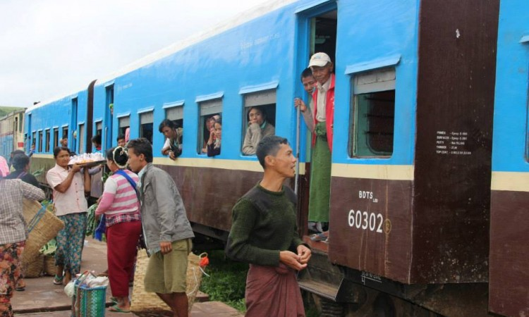 Train pour Kalaw - Birmanie