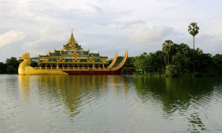 barge royale parc karaweik - Yangon - Birmanie