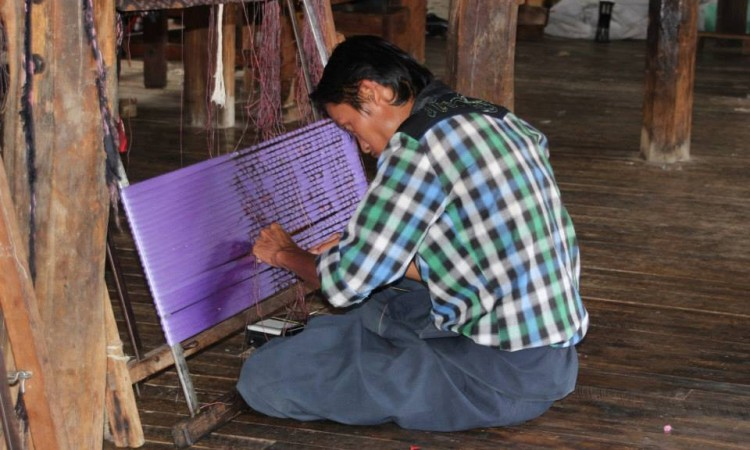 Artisanat soie- Lac Inle - Birmanie