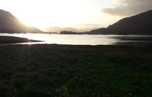 Glencoe_Ecosse : coucher de soleil sur un loch